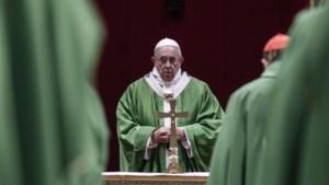 """Seksueel misbruik in de Kerk: paus Franciscus belooft einde van doofpotaffaires die """"gebruikelijk waren in het verleden"""""""