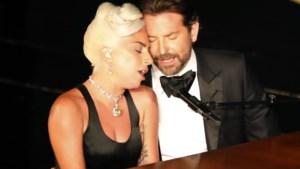 Intiem duet van Lady Gaga en Bradley Cooper op Oscars gaat over de tong: is er meer gaande tussen de sterren?