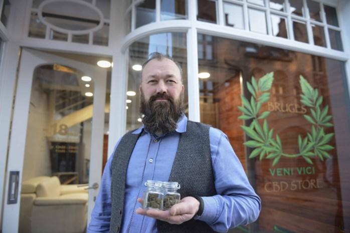"""Burgemeester kan niet lachen met eerste cannabiswinkel in zijn stad: """"Maar ik kan er niks aan doen"""""""