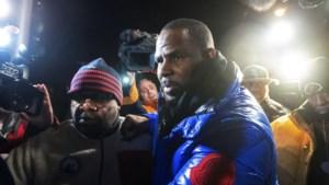 R. Kelly al 25 jaar lang onaantastbaar maar valt nu van voetstuk na seksueel misbruik minderjarigen