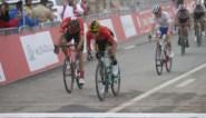 """Laurens de Plus imponeert op slotbeklimming in voorlaatste rit UAE Tour, ploegmaat Roglic lyrisch na zege: """"Je bent een reus!"""""""