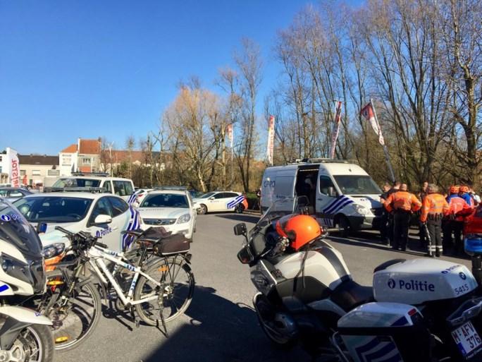 Politie zoekt gewapende verdachte na overval op supermarkt