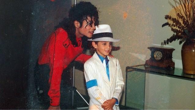 Na controversiële documentaire: Studio Brussel en Qmusic blijven Michael Jackson draaien