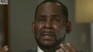 """R. Kelly barst in tranen uit tijdens eerste interview sinds beschuldigingen van seksueel misbruik: """"Zo ben ik niet!"""""""