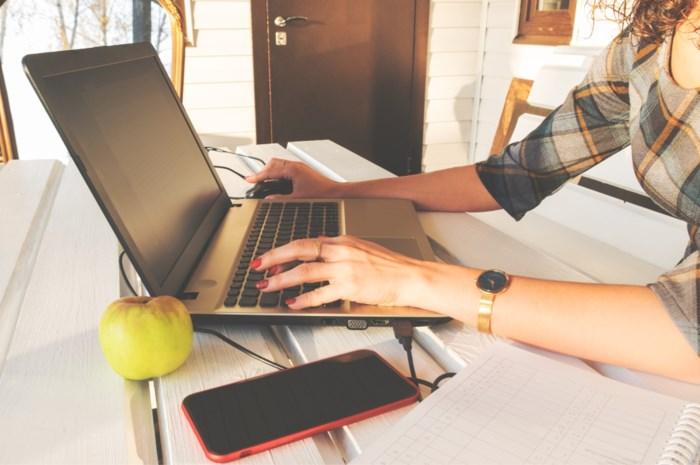 In je vinger gesneden of van je stoel gevallen terwijl je thuis werkt? Ook dan ben je verzekerd door de werkgever