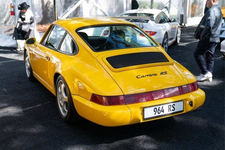 WhatsApp-oprichter veilt tien peperdure Porsches
