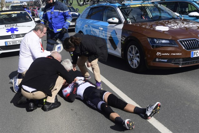 Opnieuw zware slachtoffers in Parijs-Nice: halswervelbreuk voor Barguil, Uran breekt sleutelbeen