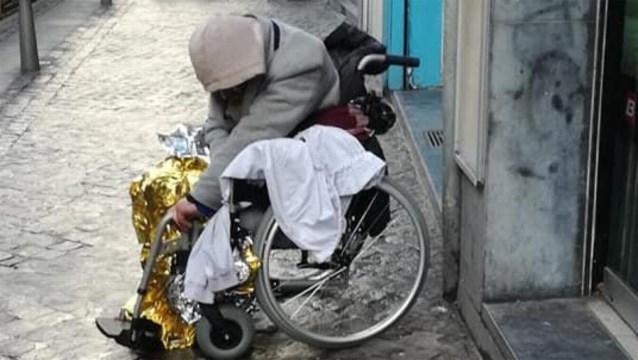 """Ophef om dakloze die keer op keer 'ontsnapt': """"Hij wil zich niet laten helpen, we kunnen niets doen"""""""
