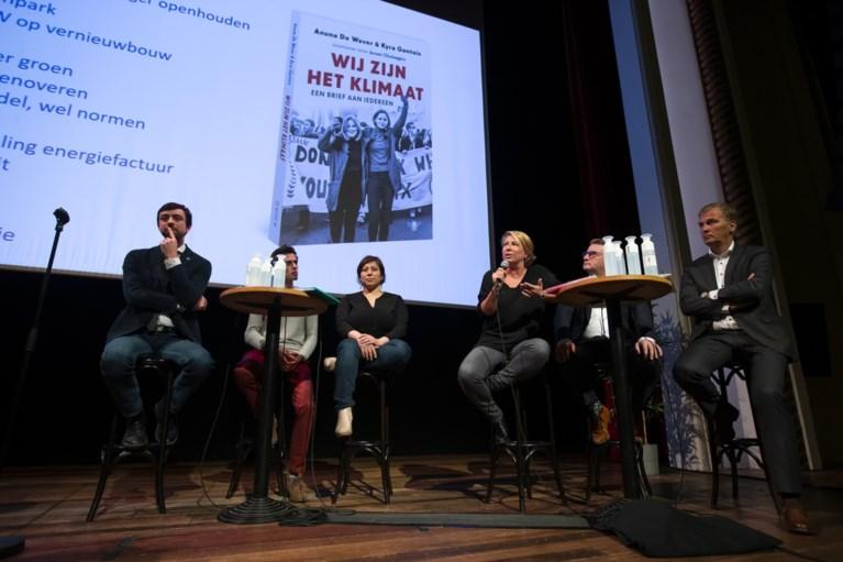 Klimaatactivistes Anuna De Wever en Kyra Gantois stellen boek voor en lokken debat uit