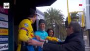 Vreemde podiumceremonie in Tirreno-Adriatico: eindwinnaar Roglic krijgt verkeerde trui, nummer drie Fuglsang lacht
