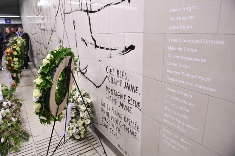 """Slachtoffers van aanslagen 22 maart herdacht met minuut stilte: """"Voor altijd de ergste dag van ons leven"""""""