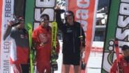 Sam Maes wint nu ook het Oostenrijks kampioenschap en staat in korte broek op het podium
