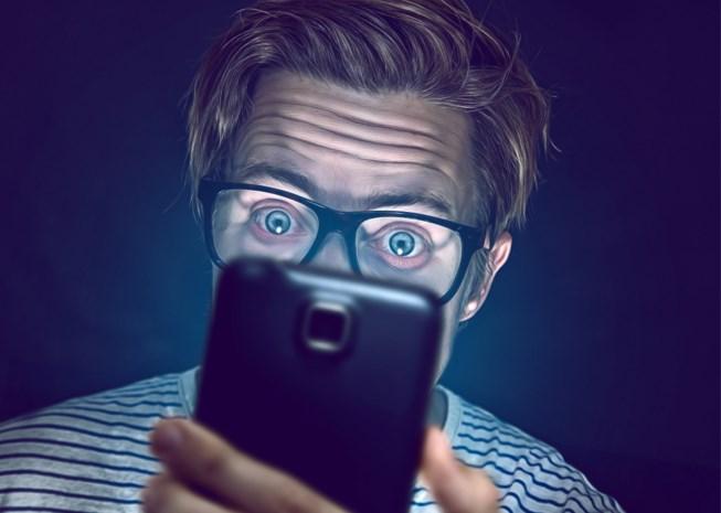 Zijn smartphones echt een aanslag op je ogen? En kan je voorkomen dat je bijziend wordt?