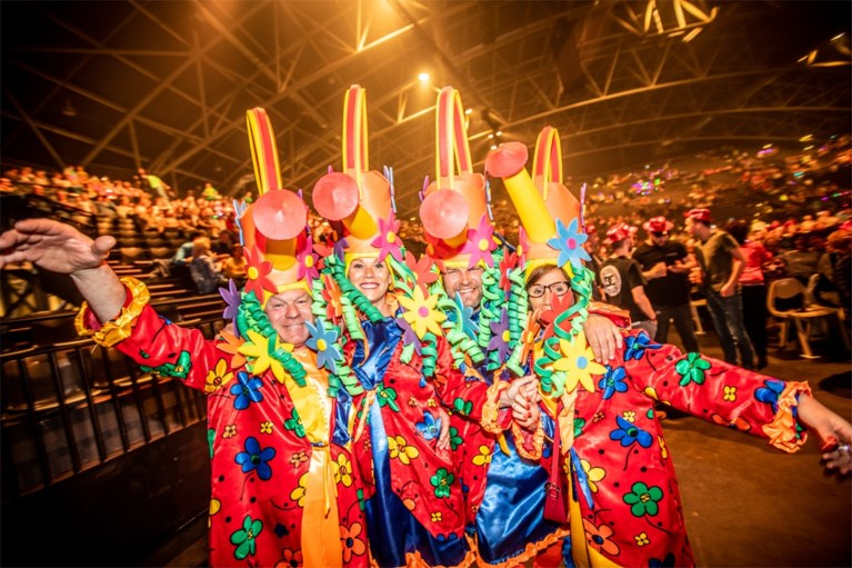 Na 13 jaar nog steeds geen sleet op de formule: Romeo's & Laura Lynn trekken Schlagerfestival op gang