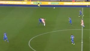 Meteen commotie in Genk na eerste kopduel van Santini: Anderlecht-spits komt er vanaf zonder geel