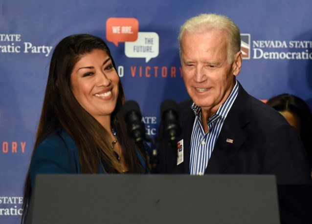 """Jonge politica beschuldigt Amerikaans oud-vicepresident Joe Biden van misplaatste kus: """"Ik voelde me beschaamd"""""""