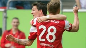 Eins, zwei, drei! Terwijl Benito Raman drie assists uitdeelt wordt Thorgan Hazard nog voor rust gewisseld, Dortmund loopt uit op Bayern