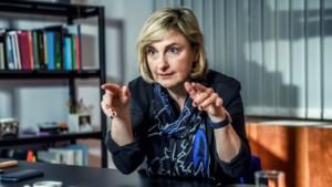 """SP.A hard voor minister van Onderwijs Crevits: """"Ze leidde met kleine projectjes aandacht af van besparingen"""""""