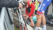 Luxeknecht van Sagan loopt hersenschudding en halswervelbreuk op bij zware val in Dwars door Vlaanderen