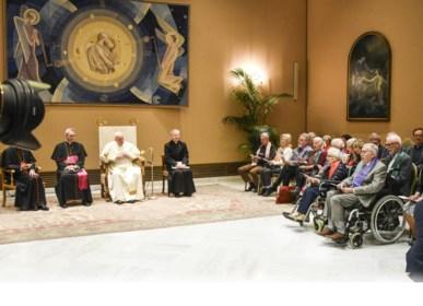 """Dementerend koor op audiëntie bij Franciscus: """"Nee, het was niet toonvast, maar dat vond de paus net leuk"""""""