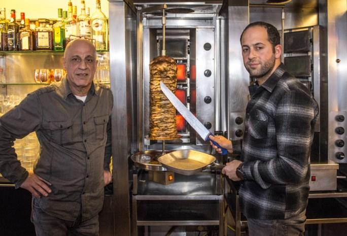 """Uitbaters bekend Antwerps pitarestaurant Finjan betrappen chef-kok op diefstallen uit kluis: """"Verschrikkelijk, hij was als een zoon voor mij"""""""