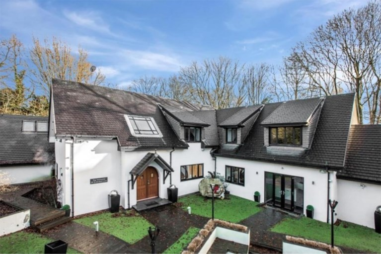 Riante villa (met eigen kapsalon) van Marouane Fellaini staat nog steeds te koop in Manchester: 2,3 miljoen euro