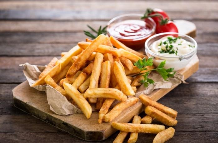 Hoe bak je thuis de beste frieten? En welke methode werkt het best: die van Jeroen Meus of Piet Huysentruyt?