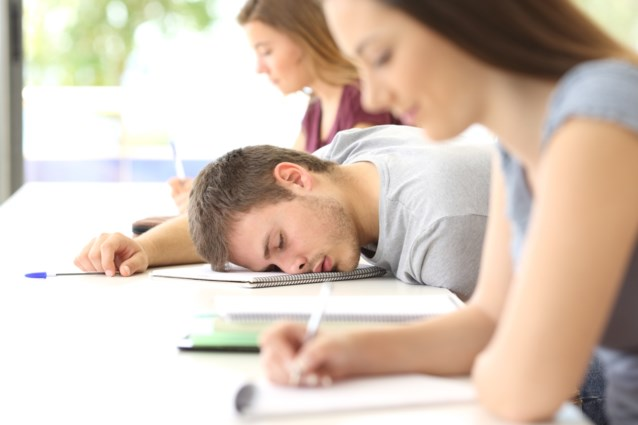 Latere lessen, beter uitgeruste studenten? Hogeschool start met opvallend experiment