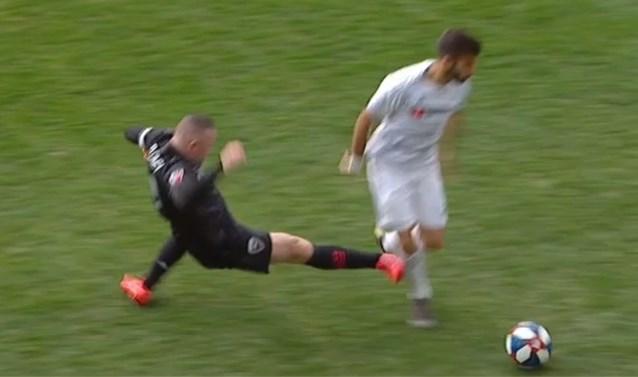 """Wayne Rooney van het veld gestuurd in MLS na schandalige tackle: """"Ik wilde hem geen pijn doen"""""""