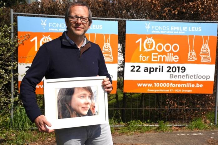 """10.000 kilometer voor doodgereden Emilie: """"Na tien jaar blijft ze voortleven"""""""