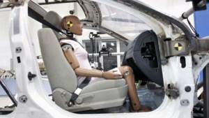 Waarom vrouwen meer kans hebben op letsels bij ongeval, hoewel ze betere bestuurders zijn