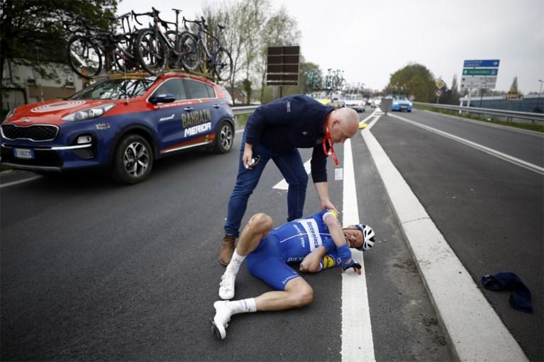 Keisse crasht tegen verkeersbord, Benoot naar ziekenhuis na aanrijding met auto van Jumbo-Visma