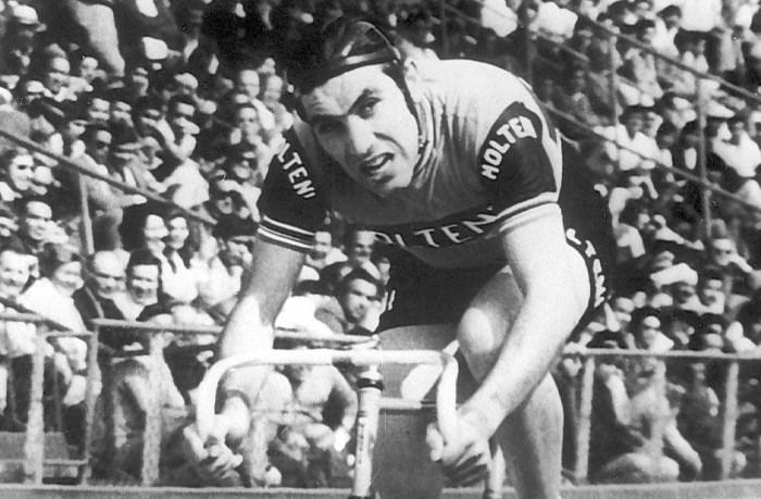 Treedt Victor Campenaerts in de voetsporen van Eddy Merckx? Een les wielergeschiedenis en nog vijf leuke weetjes over het werelduurrecord