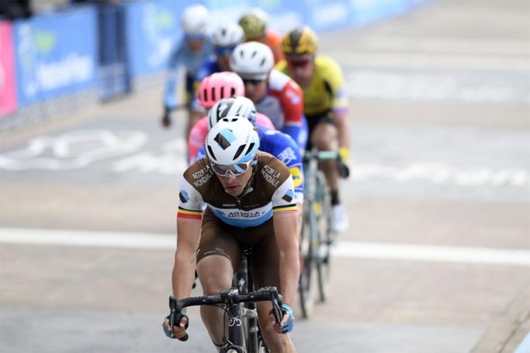 """Greg Van Avermaet wil nog niet vooruitkijken na teleurstellende Parijs-Roubaix: """"Ik kan maar één iemand iets verwijten"""""""