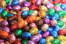 Na onze paaseitjeswijzer: supermarkten gaan overleggen over de kleur van de paaseieren