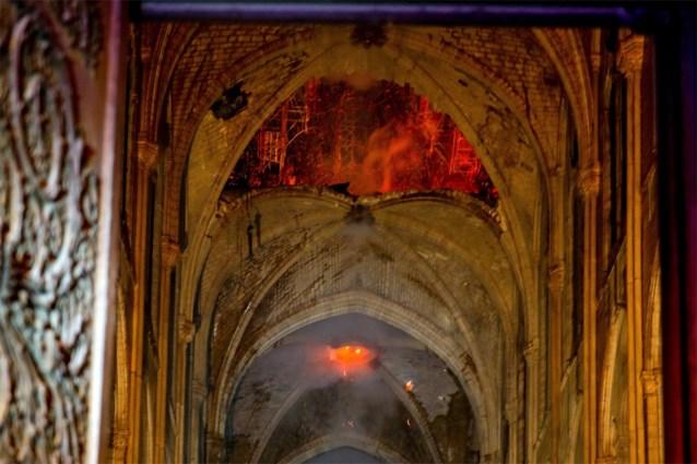 Welke schatten konden gered worden en wat ging verloren na de verwoestende brand in de Notre-Dame?