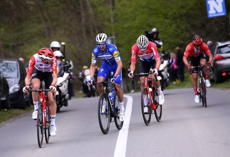 Mathieu van der Poel wint nu ook Brabantse Pijl door van kop af Alaphilippe en co uit het wiel te spurten