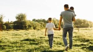 """""""Mijn man voelt zich schuldig tegenover zijn kinderen uit zijn eerste huwelijk"""": relatietherapeute Rika Ponnet geeft advies"""