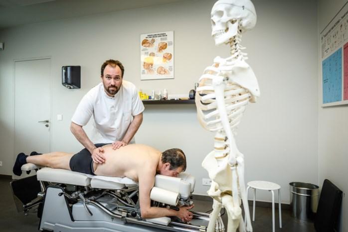 Nieuwe studie bewijst: kraken wérkt voor lage rugpijn … dus waar blijft de terugbetaling?