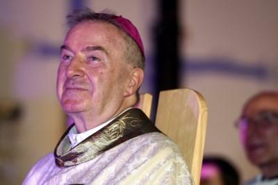 Diplomaat van de paus laat zich op eigen verzoek ondervragen over aanranding …. want Frans gerecht kan hem toch niks maken