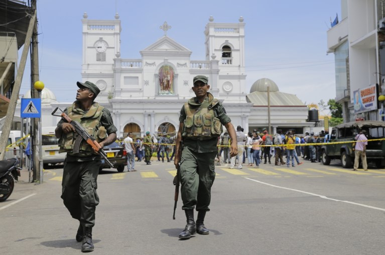 Acht aanslagen in hotels en kerken Sri Lanka: dodentol blijft maar oplopen, acht verdachten opgepakt