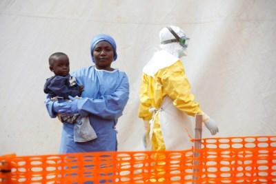 Grootste ebolacrisis ooit in Oost-Congo: overlevers zorgen voor doodzieke kindjes