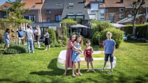 Weg met de heg: steeds meer gezinnen delen hun stadstuintjes