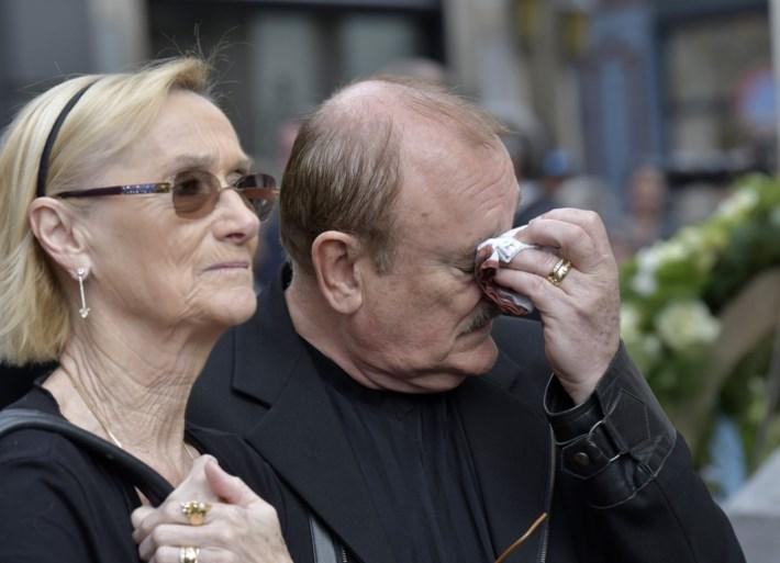 Kerk afgeladen vol voor emotioneel afscheid Paul Severs, Rode Kruis moet ingrijpen bij fans die dienst buiten volgden