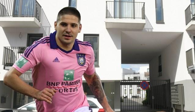 """Geviseerd makelaarsbureau reageert op huiszoeking Anderlecht: """"De transfer van Mitrovic geregeld? Was dat maar waar"""""""