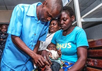 """Vlaamse tropenarts Lode werkte tien jaar aan medicijn: """"Belgisch"""" malariavaccin moet miljoenen levens redden"""