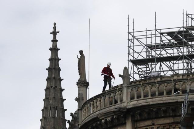 """Steigerbouwbedrijf Notre-Dame: """"Schending rookverbod veroorzaakte brand niet"""""""
