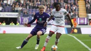 Dieumerci Mbokani krijgt applaus van Anderlecht-fans na doelpunt tegen ex-ploeg