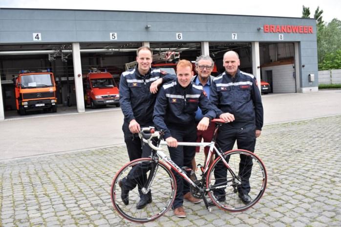 Drie pompiers fietsen naar Dublin, hoewel ze nooit meer dan 130 km reden