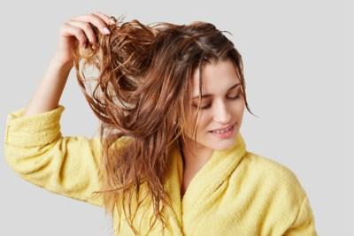 ADVIES. Kan het kwaad als ik mijn haar aan de lucht laat drogen?